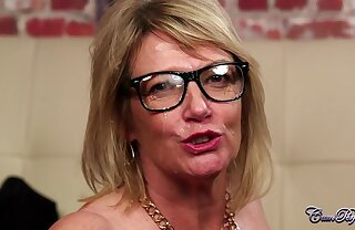 Licentious granny Amy in glasses blows Hawkshaw