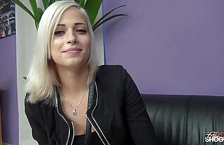 Ria Sunn gets her pussy banged helter-skelter model casting hither Wendy Moon
